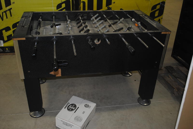McDougall Auctions - Tournament soccer foosball table